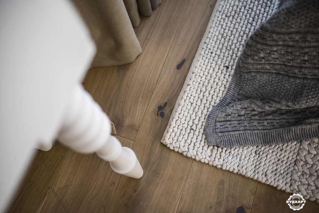 Той випадок коли кожна деталь на своєму місці, включаючи і сучки на дерев'яній підлозі. дуб Рустик Д3003