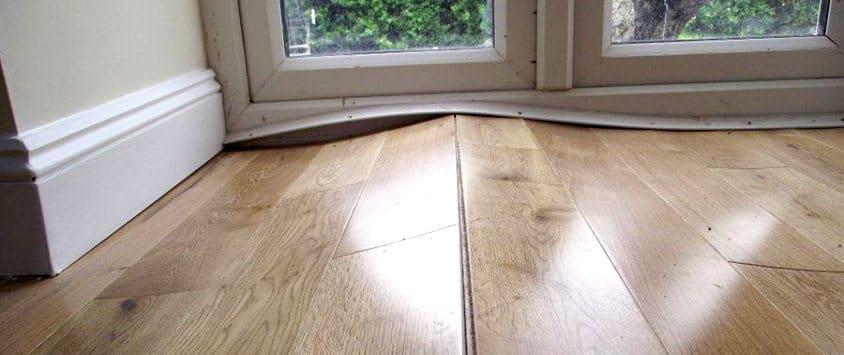 Как влажность влияет на деревянные полы, выпуклостью или короблением паркетной доски