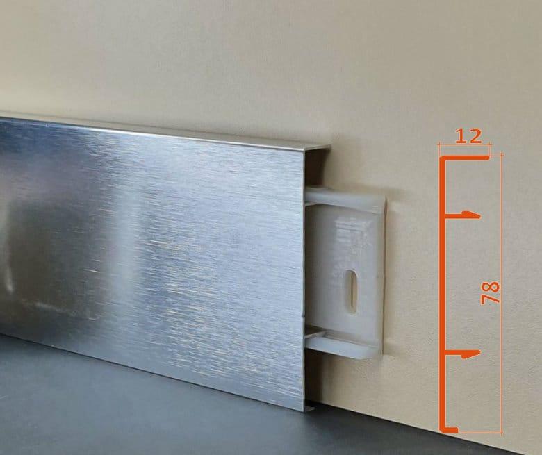 Плінус алюмінієвий декоративний анодирований браширований Silver Brush (ASB) 78х12х2500 мм